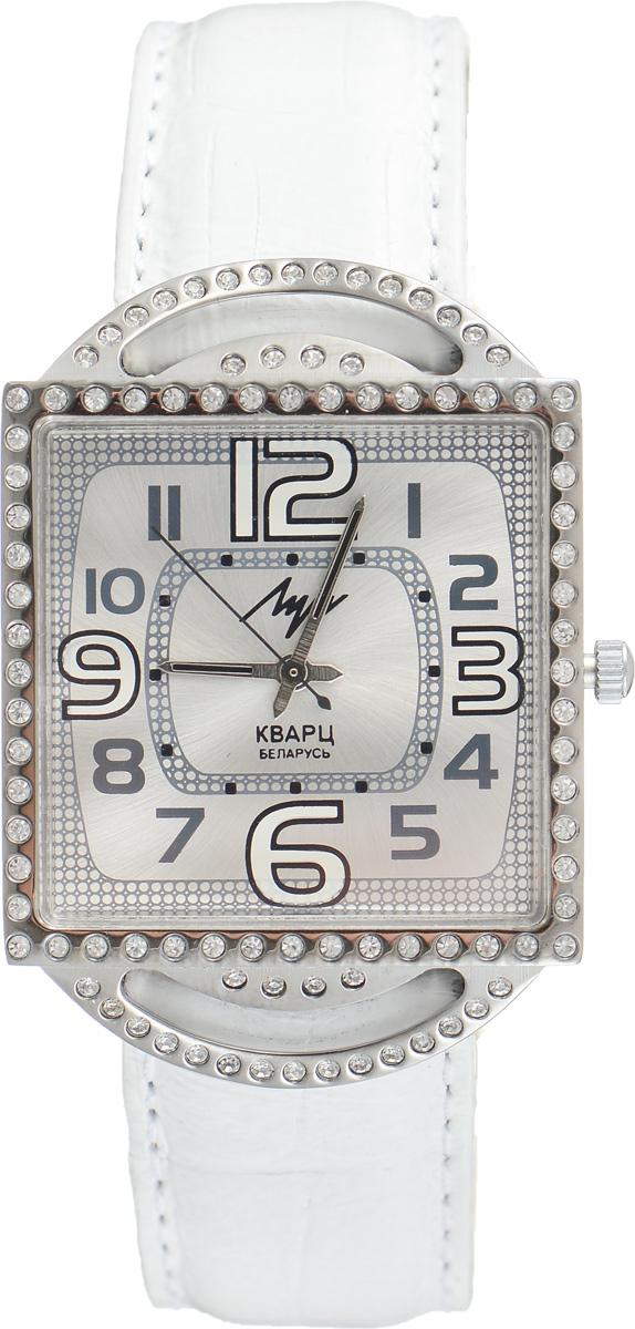 Часы наручные женские Луч, цвет: серебряный, белый. 7160176671601766Элегантные женские часы Луч выполнены из металлического сплава. Корпус с покрытием из хрома обладает особой стойкостью к стиранию, инкрустирован стразами. Циферблат оформлен символикой бренда. Корпус часов оснащен кварцевым механизмом со сменным элементом питания, а также дополнен ремешком из натуральной кожи с декоративным тиснением, который застегивается на практичную пряжку. Часы поставляются в фирменной упаковке. Часы Луч подчеркнут изящность женской руки и отменное чувство стиля у их обладательницы.