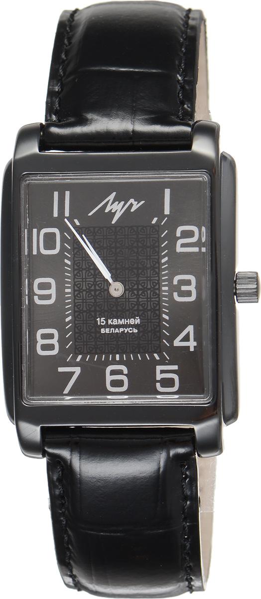 Часы наручные мужские Луч, цвет: черный. 737299078737299078Стильные часы Луч выполнены из металлического сплава и органического стекла. Прямоугольный циферблат часов оформлен символикой бренда. Механические часы с 15 рубиновыми камнями и противоударным устройством оси баланса дополнены ремешком из натуральной кожи с лаковым покрытием и декоративным тиснением, который застегивается на практичную пряжку. Часы Луч подчеркнут мужской характер и отменное чувство стиля их обладателя.