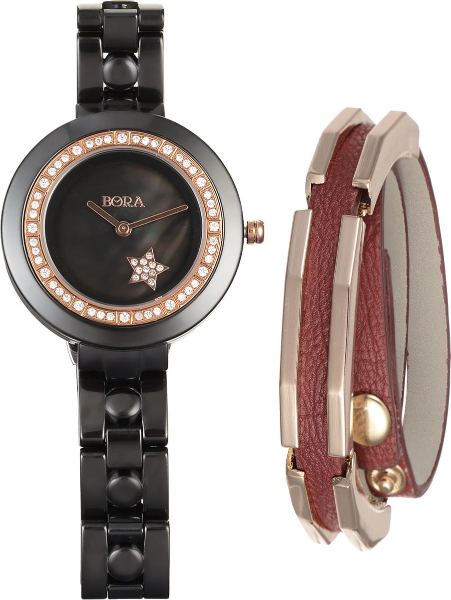 Часы наручные женские Bora, с браслетом, цвет: черный, золотой, бордовый. T-B-9642T-B-9642-WATCH-BLACKЭлегантные женские часы Bora выполнены из керамики и минерального стекла. Корпус часов украшен стразами. Перламутровый циферблат дополнен символикой бренда и оформлен декоративным элементом в виде звезды, которая инкрустирована стразами. Корпус часов оснащен кварцевым механизмом со сменным элементом питания, а также дополнен браслетом, который застегивается на застежку-бабочку. Стильный браслет выполнен из искусственной кожи с декоративными элементами из бижутерийного сплава. Украшение застегивается на кнопку, длина регулируется. Часы и браслет поставляются в фирменной упаковке. Часы Bora с браслетом подчеркнут изящность женской руки и отменное чувство стиля у их обладательницы.