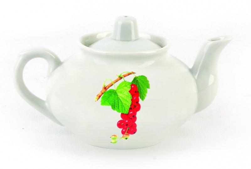 Чайник заварочный Фарфор Вербилок Смородина. 14308301430830Для того чтобы насладиться чайной церемонией, требуется не только знание ритуала и чай высшего сорта. Необходим прекрасный заварочный чайник, который может быть как центральной фигурой фарфорового сервиза, так и самостоятельным, отдельным предметом. От его формы и качества фарфора зависит аромат и вкус приготовленного напитка. Именно такие предметы формируют в доме атмосферу истинного уюта, тепла и гармонии. Можно ли сравнить пакетик с чаем или растворимый кофе с заварными вариантами этих напитков, которые нужно готовить самим? Каждый их почитатель ответит, что если применить кофейник или заварочный чайник, то можно ощутить более богатый, ароматный вкус этих замечательных напитков.