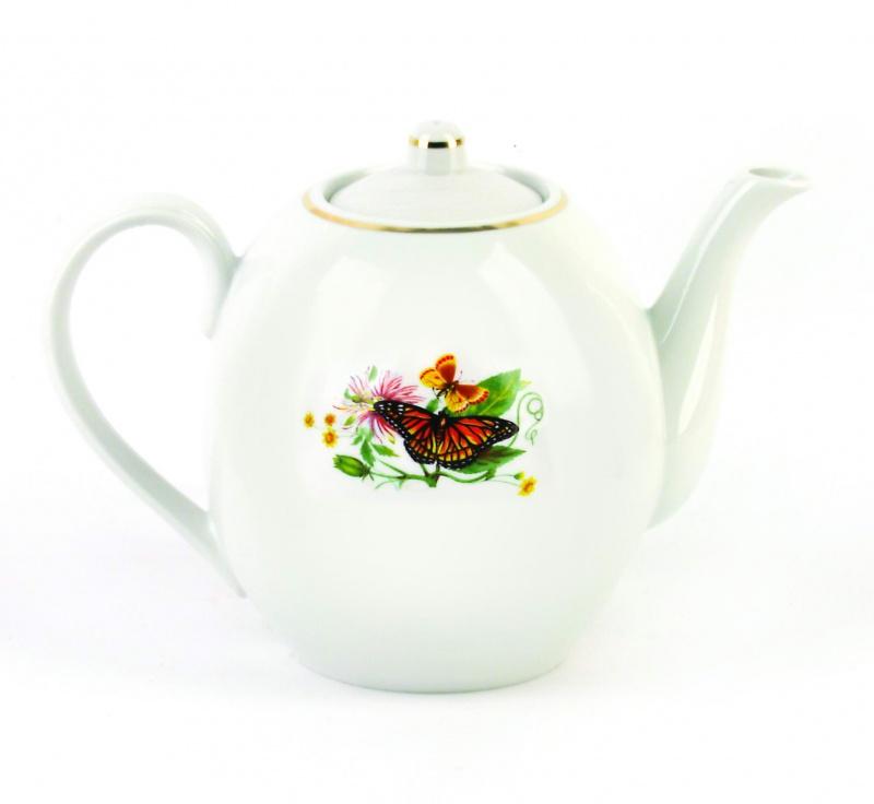 Чайник заварочный Фарфор Вербилок Бабочки 3,5 л. 15405901540590Для того чтобы насладиться чайной церемонией, требуется не только знание ритуала и чай высшего сорта. Необходим прекрасный заварочный чайник, который может быть как центральной фигурой фарфорового сервиза, так и самостоятельным, отдельным предметом. От его формы и качества фарфора зависит аромат и вкус приготовленного напитка. Именно такие предметы формируют в доме атмосферу истинного уюта, тепла и гармонии. Можно ли сравнить пакетик с чаем или растворимый кофе с заварными вариантами этих напитков, которые нужно готовить самим? Каждый их почитатель ответит, что если применить кофейник или заварочный чайник, то можно ощутить более богатый, ароматный вкус этих замечательных напитков.