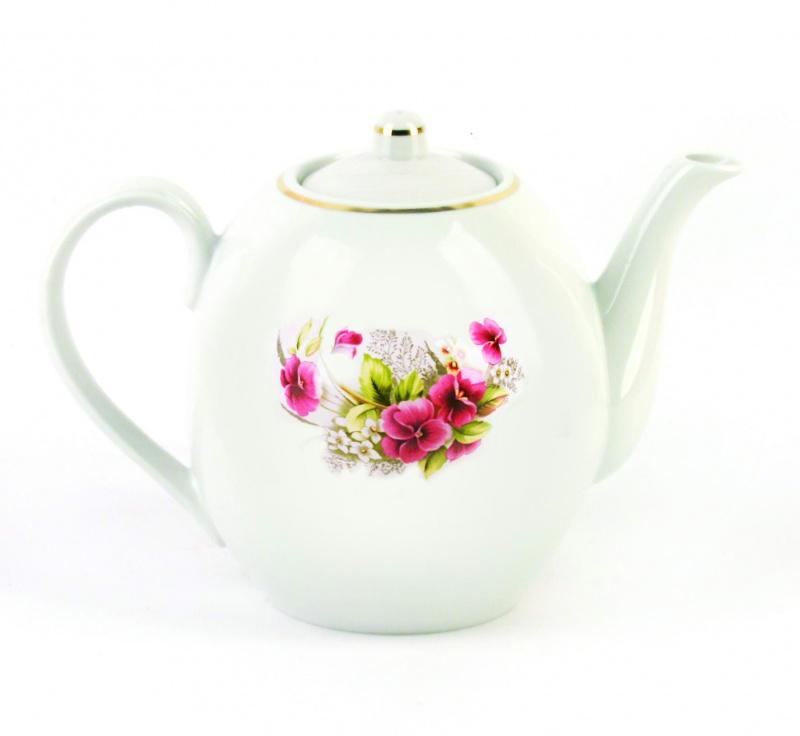 Чайник заварочный Фарфор Вербилок Виола. 15407501540750Для того чтобы насладиться чайной церемонией, требуется не только знание ритуала и чай высшего сорта. Необходим прекрасный заварочный чайник, который может быть как центральной фигурой фарфорового сервиза, так и самостоятельным, отдельным предметом. От его формы и качества фарфора зависит аромат и вкус приготовленного напитка. Именно такие предметы формируют в доме атмосферу истинного уюта, тепла и гармонии. Можно ли сравнить пакетик с чаем или растворимый кофе с заварными вариантами этих напитков, которые нужно готовить самим? Каждый их почитатель ответит, что если применить кофейник или заварочный чайник, то можно ощутить более богатый, ароматный вкус этих замечательных напитков.