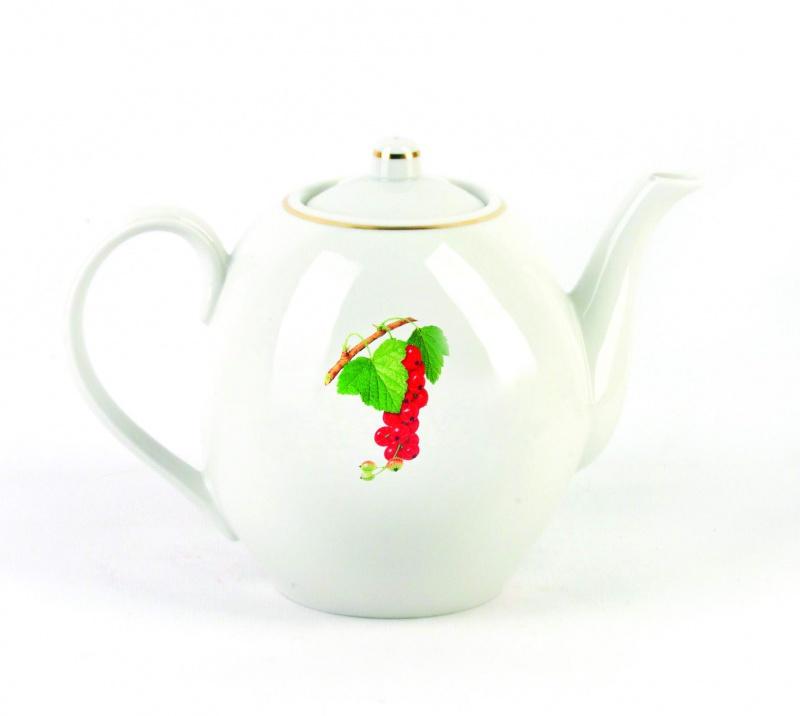 Чайник заварочный Фарфор Вербилок Смородина. 15408301540830Для того чтобы насладиться чайной церемонией, требуется не только знание ритуала и чай высшего сорта. Необходим прекрасный заварочный чайник, который может быть как центральной фигурой фарфорового сервиза, так и самостоятельным, отдельным предметом. От его формы и качества фарфора зависит аромат и вкус приготовленного напитка. Именно такие предметы формируют в доме атмосферу истинного уюта, тепла и гармонии. Можно ли сравнить пакетик с чаем или растворимый кофе с заварными вариантами этих напитков, которые нужно готовить самим? Каждый их почитатель ответит, что если применить кофейник или заварочный чайник, то можно ощутить более богатый, ароматный вкус этих замечательных напитков.