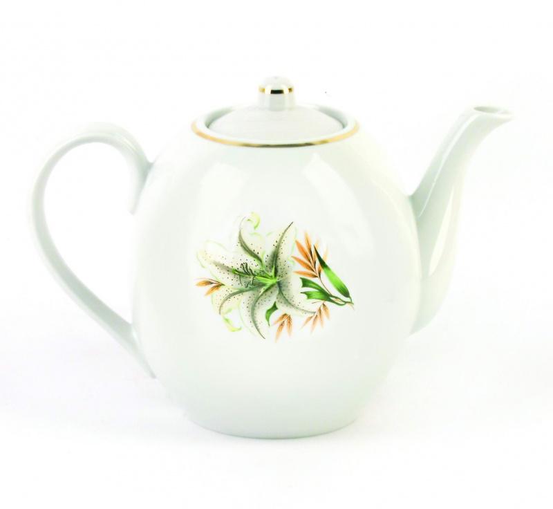 Чайник заварочный Фарфор Вербилок Белая лилия. 15419801541980Для того чтобы насладиться чайной церемонией, требуется не только знание ритуала и чай высшего сорта. Необходим прекрасный заварочный чайник, который может быть как центральной фигурой фарфорового сервиза, так и самостоятельным, отдельным предметом. От его формы и качества фарфора зависит аромат и вкус приготовленного напитка. Именно такие предметы формируют в доме атмосферу истинного уюта, тепла и гармонии. Можно ли сравнить пакетик с чаем или растворимый кофе с заварными вариантами этих напитков, которые нужно готовить самим? Каждый их почитатель ответит, что если применить кофейник или заварочный чайник, то можно ощутить более богатый, ароматный вкус этих замечательных напитков.