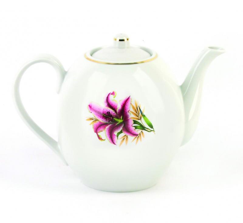 Чайник заварочный Фарфор Вербилок Розовая лилия. 15419901541990Для того чтобы насладиться чайной церемонией, требуется не только знание ритуала и чай высшего сорта. Необходим прекрасный заварочный чайник, который может быть как центральной фигурой фарфорового сервиза, так и самостоятельным, отдельным предметом. От его формы и качества фарфора зависит аромат и вкус приготовленного напитка. Именно такие предметы формируют в доме атмосферу истинного уюта, тепла и гармонии. Можно ли сравнить пакетик с чаем или растворимый кофе с заварными вариантами этих напитков, которые нужно готовить самим? Каждый их почитатель ответит, что если применить кофейник или заварочный чайник, то можно ощутить более богатый, ароматный вкус этих замечательных напитков.