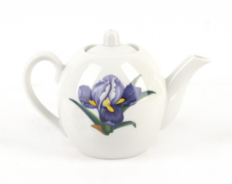 Чайник заварочный Фарфор Вербилок Вернисаж. 16406501640650Для того чтобы насладиться чайной церемонией, требуется не только знание ритуала и чай высшего сорта. Необходим прекрасный заварочный чайник, который может быть как центральной фигурой фарфорового сервиза, так и самостоятельным, отдельным предметом. От его формы и качества фарфора зависит аромат и вкус приготовленного напитка. Именно такие предметы формируют в доме атмосферу истинного уюта, тепла и гармонии. Можно ли сравнить пакетик с чаем или растворимый кофе с заварными вариантами этих напитков, которые нужно готовить самим? Каждый их почитатель ответит, что если применить кофейник или заварочный чайник, то можно ощутить более богатый, ароматный вкус этих замечательных напитков.