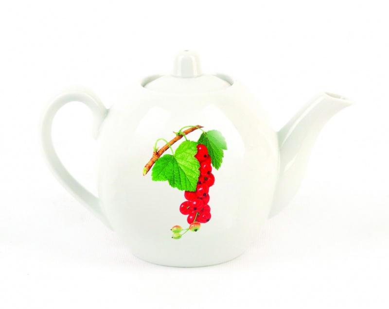 Чайник заварочный Фарфор Вербилок Смородина. 16408301640830Для того чтобы насладиться чайной церемонией, требуется не только знание ритуала и чай высшего сорта. Необходим прекрасный заварочный чайник, который может быть как центральной фигурой фарфорового сервиза, так и самостоятельным, отдельным предметом. От его формы и качества фарфора зависит аромат и вкус приготовленного напитка. Именно такие предметы формируют в доме атмосферу истинного уюта, тепла и гармонии. Можно ли сравнить пакетик с чаем или растворимый кофе с заварными вариантами этих напитков, которые нужно готовить самим? Каждый их почитатель ответит, что если применить кофейник или заварочный чайник, то можно ощутить более богатый, ароматный вкус этих замечательных напитков.