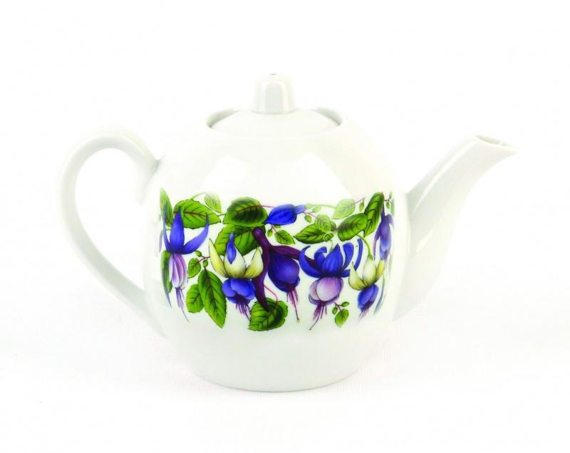 Чайник заварочный Фарфор Вербилок Фуксия. 16417201641720Для того чтобы насладиться чайной церемонией, требуется не только знание ритуала и чай высшего сорта. Необходим прекрасный заварочный чайник, который может быть как центральной фигурой фарфорового сервиза, так и самостоятельным, отдельным предметом. От его формы и качества фарфора зависит аромат и вкус приготовленного напитка. Именно такие предметы формируют в доме атмосферу истинного уюта, тепла и гармонии. Можно ли сравнить пакетик с чаем или растворимый кофе с заварными вариантами этих напитков, которые нужно готовить самим? Каждый их почитатель ответит, что если применить кофейник или заварочный чайник, то можно ощутить более богатый, ароматный вкус этих замечательных напитков.