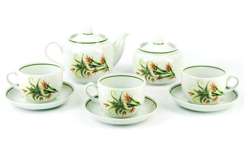 Чайник заварочный Фарфор Вербилок Белая лилия. 17319801731980Для того чтобы насладиться чайной церемонией, требуется не только знание ритуала и чай высшего сорта. Необходим прекрасный заварочный чайник, который может быть как центральной фигурой фарфорового сервиза, так и самостоятельным, отдельным предметом. От его формы и качества фарфора зависит аромат и вкус приготовленного напитка. Именно такие предметы формируют в доме атмосферу истинного уюта, тепла и гармонии. Можно ли сравнить пакетик с чаем или растворимый кофе с заварными вариантами этих напитков, которые нужно готовить самим? Каждый их почитатель ответит, что если применить кофейник или заварочный чайник, то можно ощутить более богатый, ароматный вкус этих замечательных напитков.