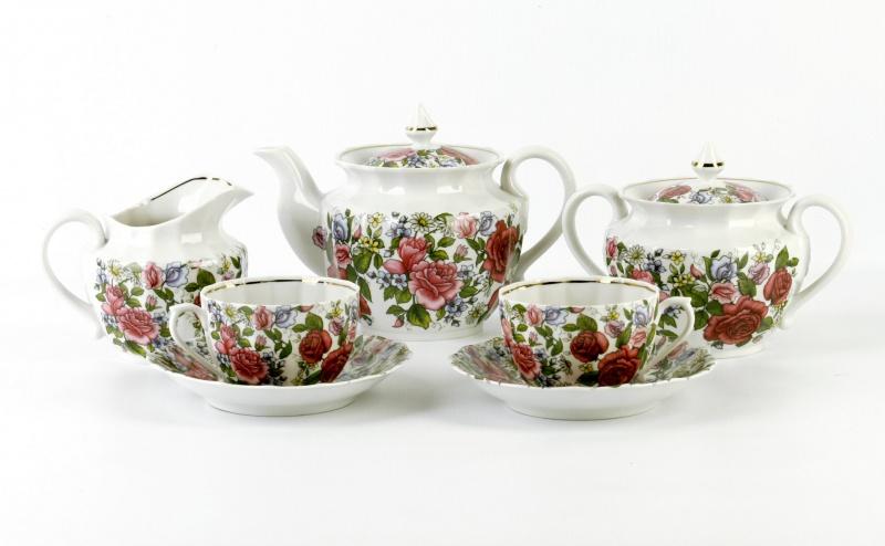 Сервиз чайный Фарфор Вербилок Роза с ромашкой. 2598000025980000Чайные сервизы – это эксклюзивные наборы чашек и блюдечек. Все они отличаются совершенным качеством и неповторимостью. Каждый чайный сервиз из фарфора способен привнести в дом настроение праздничного застолья. Такие наборы подарят вам теплые ощущения от общения с близкими.