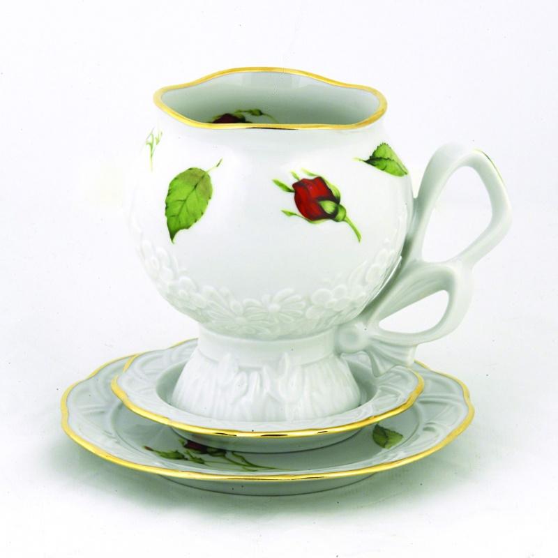 Чайная пара Фарфор Вербилок Подарочная. Бутоны раскидные, 3 предмета28760000Чайная пара Фарфор Вербилок Подарочная. Бутоны раскидные состоит из чашки и двух блюдец разного диаметра, изготовленных из высококачественного фарфора. Изделия оформлены в классическом стиле и имеют изысканный внешний вид. Такой набор прекрасно дополнит сервировку стола к чаепитию и подчеркнет ваш безупречный вкус. Чайная пара Фарфор Вербилок Подарочная. Бутоны раскидные - это прекрасный подарок к любому случаю. Объем чашки: 300 мл. Диаметр чашки (по верхнему краю): 7,5 см. Высота чашки: 10,5 см. Диаметр блюдца: 10 см; 13,5 см.