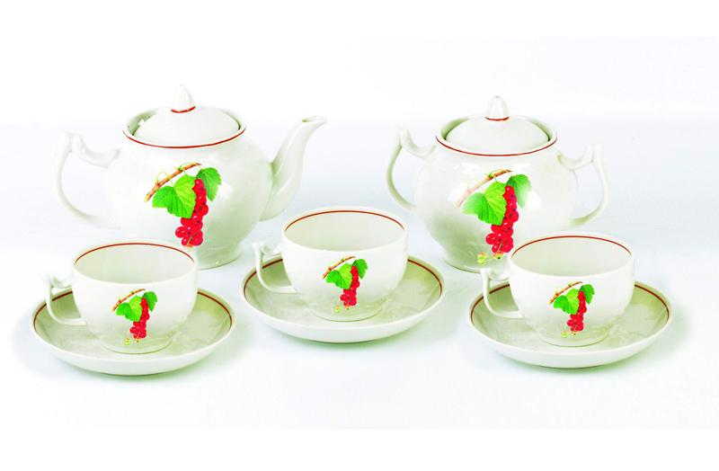 Сервиз чайный Фарфор Вербилок Август. Смородина. 45708304570830Чайные сервизы – это эксклюзивные наборы чашек и блюдечек. Все они отличаются совершенным качеством и неповторимостью. Каждый чайный сервиз из фарфора способен привнести в дом настроение праздничного застолья. Такие наборы подарят вам теплые ощущения от общения с близкими.
