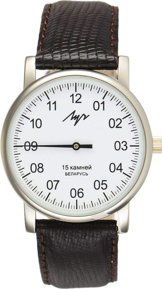 Часы наручные мужские Луч, цвет: золотистый, темно-коричневый. 337477760337477760Стильные часы Луч выполнены из металлического сплава и силикатного стекла. Круглый корпус часов имеет покрытие из нитрида циркония, обладающее особой стойкостью к стиранию, циферблат оформлен символикой бренда. Механические часы с 15 рубиновыми камнями и противоударным устройством оси баланса дополнены ремешком из натуральной кожи с декоративным тиснением, который застегивается на практичную пряжку. Часы Луч подчеркнут мужской характер и отменное чувство стиля их обладателя.