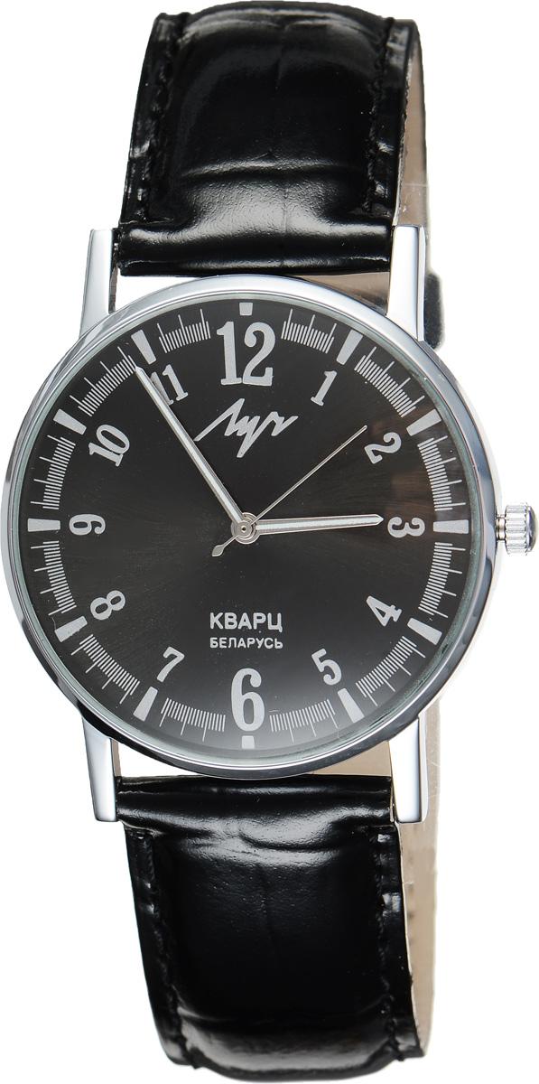 Часы наручные мужские Луч, цвет: серебристый, черный. 3152121831521218Модные мужские часы Луч из Классической коллекции выполнены из органического стекла, натуральной кожи и металла с хромированным покрытием. Циферблат оформлен символикой бренда. На стрелки нанесен светящийся состав. Корпус часов оснащен кварцевым механизмом со сменным элементом питания, а также дополнен ремешком из натуральной кожи, который застегивается на пряжку. Часы поставляются в фирменной упаковке. Часы Луч - стильный аксессуар, выгодно дополняющий любой образ.