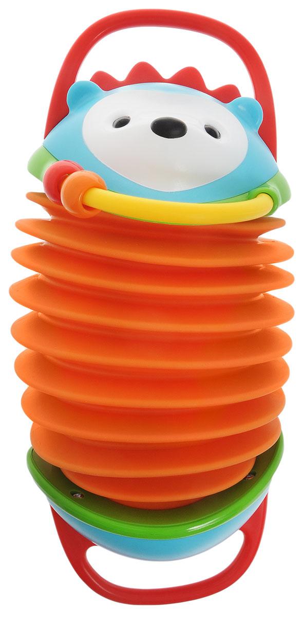 Skip Hop Развивающая игрушка Ежик аккордеонSH 303252Развивающая игрушка Skip Hop Ежик-аккордеон подарит малышу новые эмоции, ведь дети уже с рождения интересуются различными звуками. Игрушка обязательно станет центром внимания в игре ребенка. Яркая и стильная игрушка, выполненная в виде ежика, имеет округлые формы с широкими ручками, чтобы удобнее было ее держать. При растягивании и сжимании игрушки раздаются звуки, как в настоящем аккордеоне. Имеется полукольцо с двумя свободно перемещающимися колечками. Развивающая игрушка Skip Hop Ежик-аккордеон поможет малышу в развитии слухового и цветового восприятия, моторики, музыкального слуха. Не содержит поливинилхлорид и фталаты.