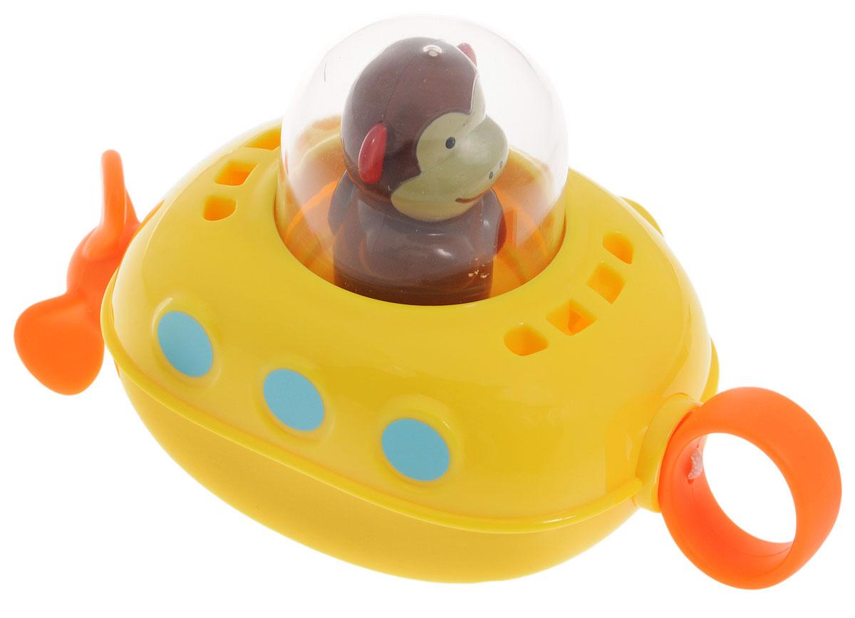 Skip Hop Игрушка для ванной СубмаринаSH 235352Игрушка для ванной Skip Hop Субмарина понравится вашему ребенку и развлечет его во время купания. Она выполнена из безопасного материала в виде подводной лодки с обезьянкой на борту. Размер игрушки идеален для маленьких ручек малыша. Если потянуть за колечко на носу субмарины, ее винт начнет крутиться и подводная лодка поплывет. Игрушка для ванной способствует развитию цветового восприятия, тактильных ощущений и мелкой моторики рук, знакомит с причинно-следственными связями.