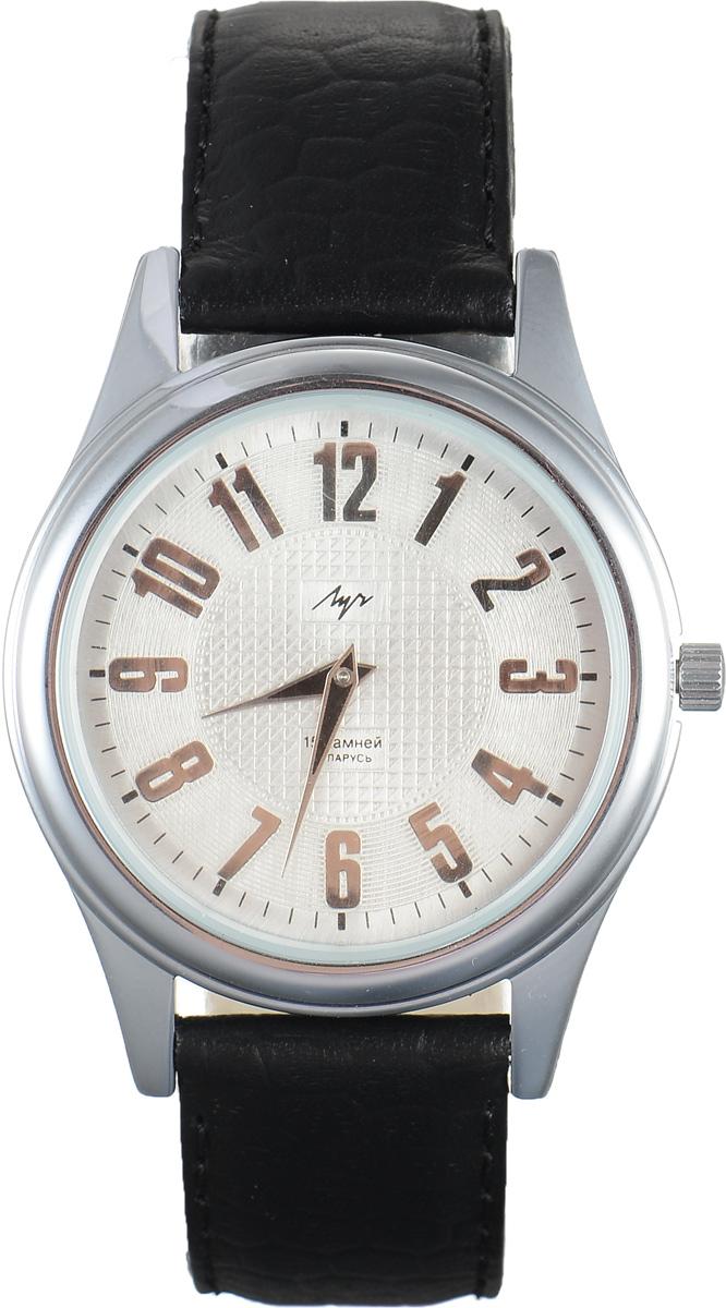 Часы наручные мужские Луч, цвет: серебряный, черный. 7877139778771397Стильные часы Луч выполнены из металлического сплава и силикатного стекла. Корпус имеет покрытие из хрома, которое обладает особой стойкостью к стиранию. Циферблат оформлен символикой бренда. Механические часы с 15 рубиновыми камнями и противоударным устройством оси баланса дополнены ремешком из натуральной кожи с декоративным тиснением, который застегивается на практичную пряжку. Часы поставляются в фирменной упаковке. Часы Луч подчеркнут отменное чувство стиля их обладателя.