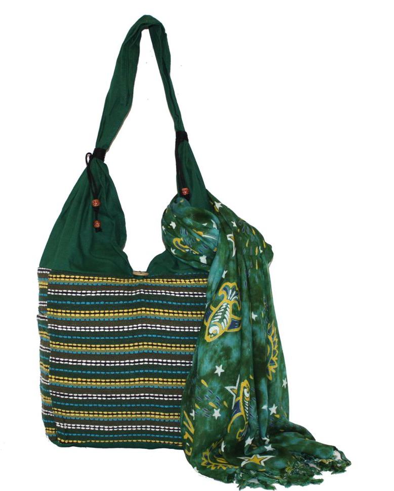 Сумка женская Ethnica, цвет: зеленый. 122130122130Женская сумка Ethnica изготовлена из текстиля. Дополнена модель широкой удобной лямкой и оформлена интересным принтом в полоску. Застегивается изделие на застежку-пуговицу.