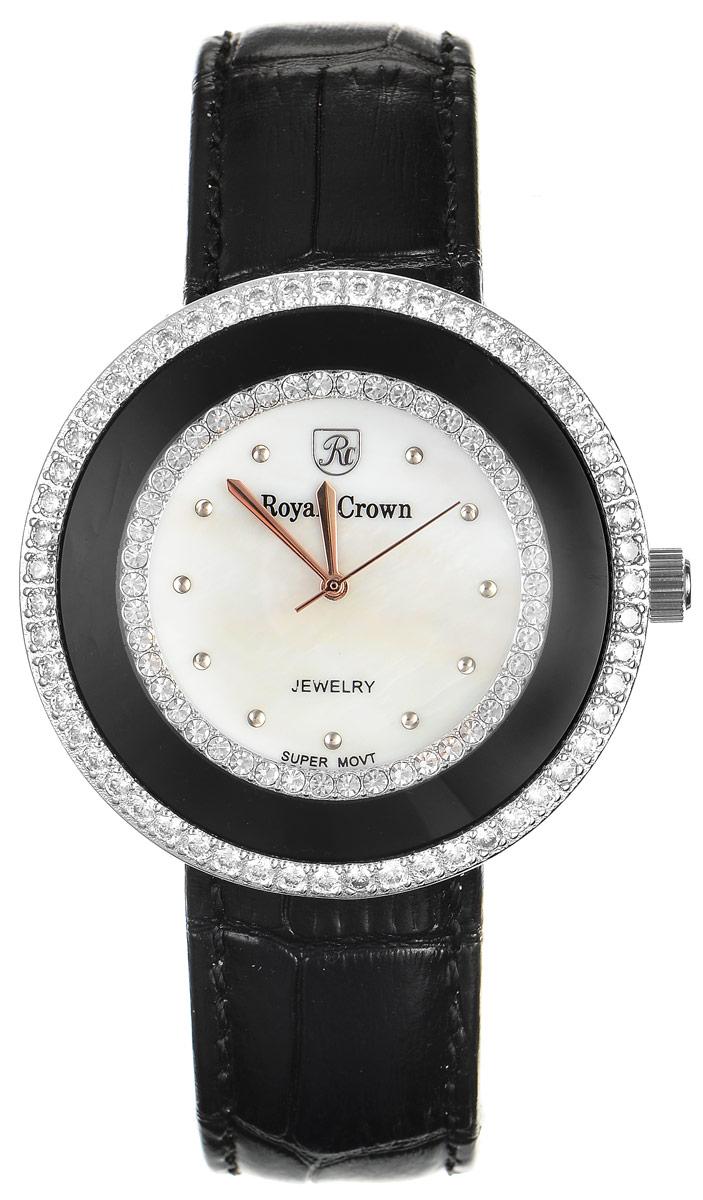 Часы наручные женские Royal Crown, цвет: черный, серебряный. 3776-RDM-13776-RDM-1Стильные женские часы Royal Crown изготовлены из высокотехнологичной гипоаллергенной нержавеющей стали и латуни и дополнены браслетом из натуральной кожи. С внутренней стороны браслет оформлен тиснением логотипа бренда. Покрытие корпуса - палладий и родий, что придает часам благородный блеск драгоценных металлов. Корпус часов оснащен кварцевым механизмом, который имеет степень влагозащиты равную 3 Bar, а также устойчивым к царапинам минеральным стеклом. Циферблат оснащен часовой, минутной и секундной стрелками, декорирован логотипом бренда и инкрустирован двумя ободками из цирконов, один из которых находится под стеклом. На перламутровом циферблате круглые отметки органично сочетаются с изящными золотистыми стрелками. Браслет комплектуется надежной и удобной в использовании застежкой-пряжкой, которая позволит с легкостью снимать и надевать часы, а также регулировать длину браслета. Часы упакованы в фирменную коробку и дополнительно в подарочную сумку с названием бренда. ...
