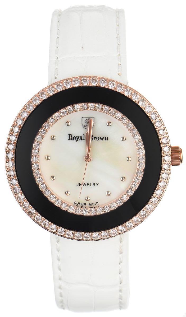 Часы наручные женские Royal Crown, цвет: белый, золотой. 3776-RSG-23776-RSG-2Стильные женские часы Royal Crown изготовлены из высокотехнологичной гипоаллергенной нержавеющей стали и латуни и дополнены браслетом из натуральной кожи. С внутренней стороны браслет оформлен тиснением логотипа бренда. Покрытие корпуса - палладий с розовым золотом и родием, что придает часам благородный блеск драгоценных металлов. Корпус часов оснащен кварцевым механизмом, который имеет степень влагозащиты равную 3 Bar, а также устойчивым к царапинам минеральным стеклом. Циферблат оснащен часовой, минутной и секундной стрелками, декорирован логотипом бренда и инкрустирован двумя ободками из цирконов, один из которых находится под стеклом. На перламутровом циферблате круглые отметки органично сочетаются с изящными золотистыми стрелками. Браслет комплектуется надежной и удобной в использовании застежкой-пряжкой, которая позволит с легкостью снимать и надевать часы, а также регулировать длину браслета. Часы упакованы в фирменную коробку и дополнительно в подарочную сумку с...
