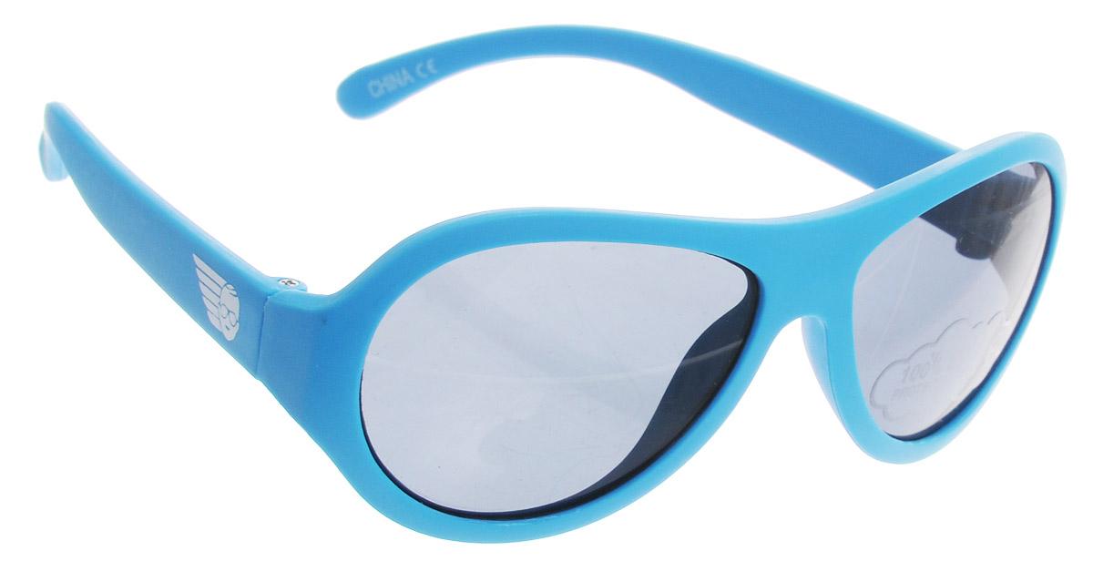 Babiators Солнцезащитные очки ПляжBAB-012Вы делаете все возможное, чтобы ваши дети были здоровы и в безопасности. Шлемы для езды на велосипеде, солнцезащитный крем для прогулок на солнце... Но как насчёт влияния солнца на глаза вашего ребёнка? Правда в том, что сетчатка глаза у детей развивается вместе с самим ребёнком. Это означает, что глаза малышей не могут отфильтровать УФ-излучение. Проблема понятна - детям нужна настоящая защита, чтобы глазки были в безопасности, а зрение сильным. Каждая пара солнцезащитных очков Babiators для детей обеспечивает 100% защиту от UVA и UVB. Прочные линзы высшего качества не подведут в самых сложных переделках. В отличие от обычных пластиковых очков, оправа Babiators выполнена из гибкого прорезиненного материала, что делает их ударопрочными, их можно сгибать и крутить - они не сломаются и вернутся в прежнюю форму. Не бойтесь, что ребёнок сядет на них - они всё выдержат. Будьте уверены, что очки Babiators созданы безопасными, прочными и классными, так что вы и ваш ребенок можете...