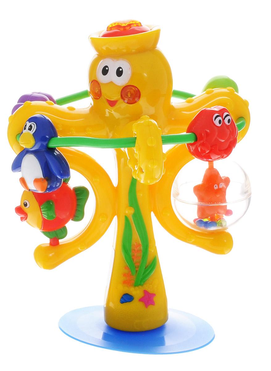 Kiddieland Развивающая игрушка Осьминог на присоскеKID 038190Развивающая игрушка Kiddieland Осьминог на присоске подарит малышу новые эмоции, ведь дети уже с рождения интересуются различными звуками. Игрушка обязательно станет центром внимания в игре ребенка. Яркая и стильная игрушка выполнена в виде веселого осьминога, к щупальцам которого прикреплено кольцо. По секциям кольца свободно перемещаются фигурки различных животных - пингвина, моллюска, черепахи, устрицы. В двух своих щупальцах осьминог держит рыбку и морскую звезду, заключенную в прозрачный пластиковый шар. Внутри этого шара также есть маленькие разноцветные шарики, которые забавно гремят при встряхивании игрушки. Если нажать на звезду на голове осьминога, зазвучит шум моря, заиграет мелодия и будут сверкать огоньки в щечках осьминога. Широкая присоска в основании игрушки позволит надежно закрепить ее на любой ровной поверхности. Развивающая игрушка Kiddieland Осьминог на присоске поможет малышу в развитии слухового и цветового восприятия, а также моторики. ...