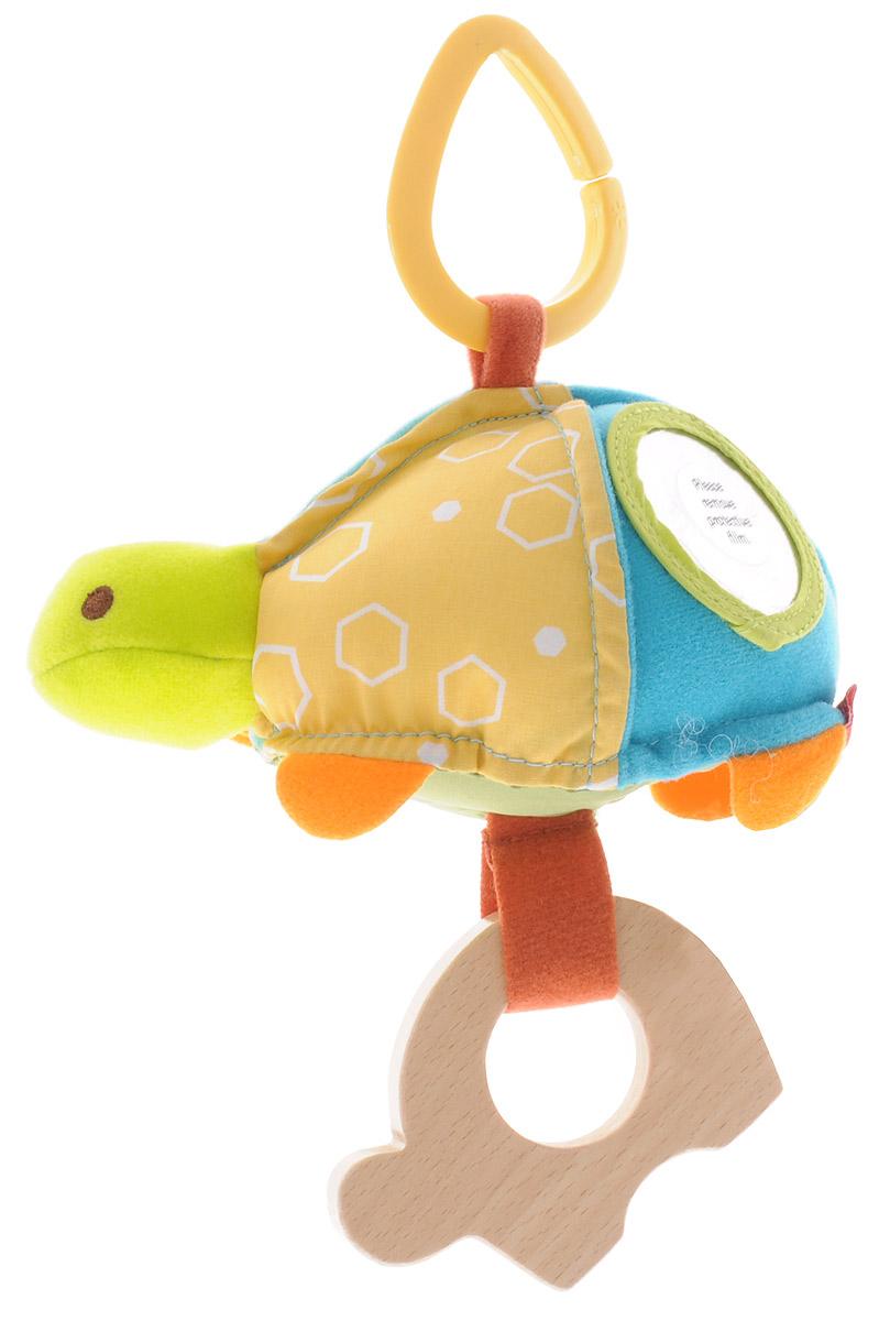 Skip Hop Развивающая игрушка-подвеска ЧерепахаSH 307415Подвесную игрушку Skip Hop Черепаха можно взять с собой на прогулку в парк, она не даст заскучать и успокоит вашего малыша, если его что-то расстроит. Игрушка выполнена из разнофактурных материалов в виде забавной черепахи. Внутри черепахи имеется погремушка; также игрушка оснащена безопасным зеркальцем и деревянным прорезывателем. За счет разнообразной фактуры забавные зверюшки от Skip Hop помогут в тактильном развитии вашему малышу, станут хорошими друзьями и всегда поднимут настроение. Игрушка легко крепится к любой коляске или кроватке с помощью большого пластикового кольца. Развивающая игрушка-подвеска Skip Hop Черепаха поможет малышу в развитии тактильной чувствительности, слухового и цветового восприятия, моторики.