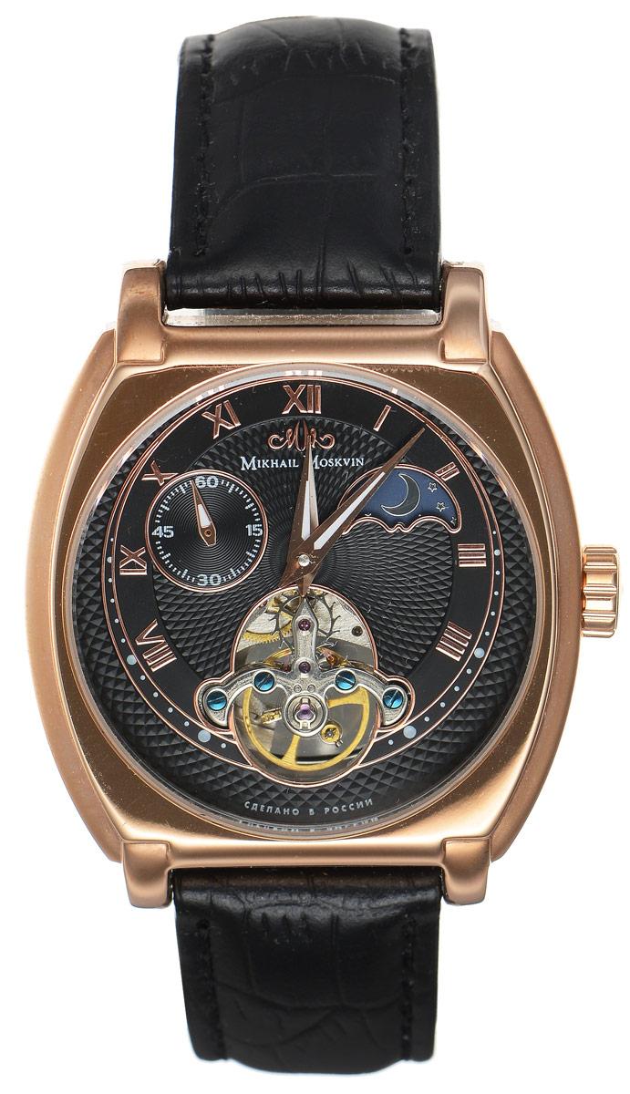Часы наручные мужские Mikhail Moskvin, цвет: золотой, черный. 1094S3L21094S3L2Элегантные мужские часы Mikhail Moskvin с выносной секундной стрелкой изготовлены из нержавеющей стали. Циферблат оформлен символикой бренда и дополнен индикатором день/ночь. Корпус часов имеет степень влагозащиты, равную 3 Bar, оснащен механическим механизмом, а также устойчивым к царапинам минеральным стеклом с сапфировым напылением. Задняя крышка дополнена стеклянной вставкой, благодаря чему видно элементы механизма. Ремешок, выполненный из натуральной кожи с декоративным тиснением под кожу рептилии, застегивается на пряжку. Часы поставляются в фирменной упаковке. Часы Mikhail Moskvin подчеркнут отменное чувство стиля их обладателя.