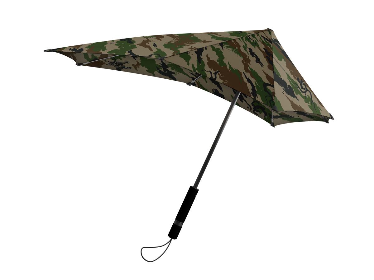 Зонт-трость Senz, цвет: бежевый, зеленый. 20140102014010Инновационный противоштормовый зонт, выдерживающий любую непогоду. Входит в дизайнерскую коллекцию, разработанную совместно с британским лейблом Maharisi. Спокойные расцветки унисекс и узоры в стиле милитари — визитные карточки бренда, узнаваемые по всему миру. Форма купола продумана так, что вы легко найдете самое удобное положение на ветру – без паники и без борьбы со стихией. Закрывает спину от дождя. Благодаря своей усовершенствованной конструкции, зонт не выворачивается наизнанку даже при сильном ветре. Характеристики: - тип — трость - выдерживает порывы ветра до 100 км/ч - УФ-защита 50+ - удобная мягкая ручка - безопасные колпачки на кончиках спиц - в комплекте чехол с фирменным принтом - гарантия 2 года Размер купола - 90 х 87 см, длина в сложенном виде - 79 см. Весит 440 г.