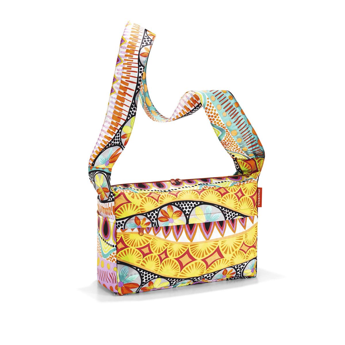 Сумка женская Reisenthel, складная, цвет: желтый, мультиколор. AL2020AL2020Стильная женская сумка Reisenthel изготовлена из текстиля с оригинальным принтом. Сумка имеет одно отделение, которое закрывается на застежку-молнию с двумя бегунками. Внутри имеется нашивной карман на застежке-молнии, в который сумка складывается и приобретает компактный вид. Снаружи, на передней стенке расположен накладной карман на застежке-молнии. По бокам расположены открытые накладные карманы. Изделие оснащено удобным наплечным ремнем.