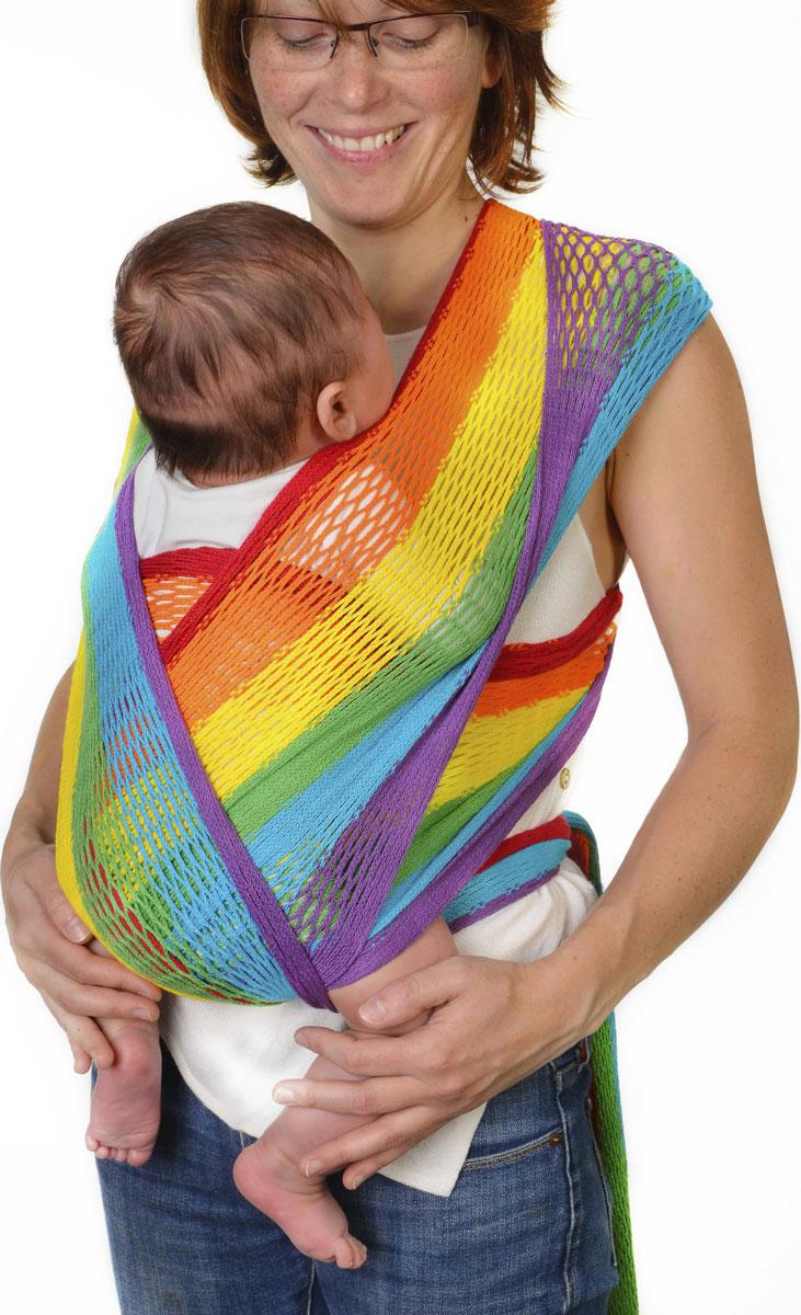 Filt Слинг-шарф FilUp Rainbow размер S-M750131C рождения и до 15 кг. Два способа надевания слинга. Легко устанавливается с помощью центральной метки. Разработан с врачами ортопедами. Сбалансированное распределение нагрузки для мамы, правильное положение для ребенка. Положение лягушкой способствует правильному формированию тазобедренных суставов ребенка. Ребенок плотно прижат к вам и его голова и спина находится под вашей защитой, он чувствует вас, ваше тепло, стук вашего сердца. Вы свободны для передвижений, ваши руки свободны, при этом вы непрерывно общаетесь с ребенком. Изготовлен из 100% хлопока, окрашен безопасными нетоксичными красителями. Машинная стирка при 30 градусах. Оригинальное плетение обеспечивает эластичность и мягкость выше, чем у обычной ткани и идеальную вентиляцию. В подарок в комплекте оригинальная винтажная сумка сетка. Вес 460 г.