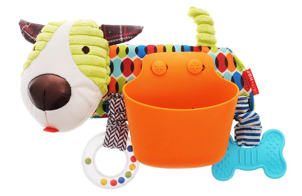 Skip Hop Развивающая игрушка-подвеска на коляску ЩенокSH 185602Развивающая игрушка-подвеска на коляску Skip Hop Щенок обязательно понравится вашему малышу. Игрушка выполнена из разнофактурных текстильных материалов и пластика в виде собачки с корзинкой. К игрушке прикреплен прорезыватель в виде косточки и прозрачное пластиковое кольцо с разноцветными шариками внутри. Ушки собачки шелестят. При нажатии на мордочку собачки раздается писк. Корзинку-контейнер можно использовать для сладостей. Игрушку-подвеску можно установить на коляску или детское кресло с помощью застежки-липучки. Развивающая игрушка-подвеска Skip Hop Щенок поможет развить у малыша мелкую моторику рук, звуковое и зрительное восприятие, тактильные ощущения, координацию движений, а милый, жизнерадостный образ подарит малышу хорошее настроение! Не содержит бисфенол А, поливинилхлорид и фталаты.