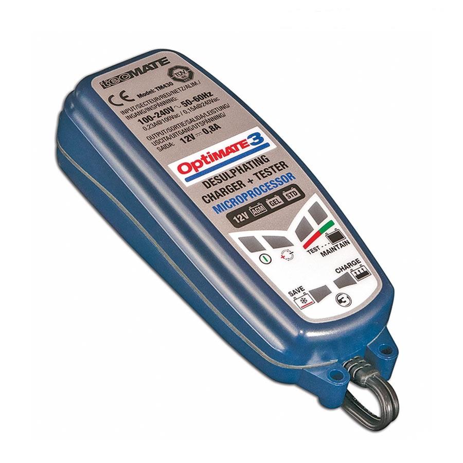Зарядное устройство OptiMate 3. TM430TM430Многоступенчатое зарядное устройство Optimate от бельгийской компании TecMate с режимами тестирования, восстановления глубокоразряженных аккумуляторных батарей, десульфатации и хранения. Управление полностью автоматическое без кнопок. Заряжает все типы 12В свинцово-кислотных аккумуляторных батарей, в т.ч. AGM, GEL. Защита от короткого замыкания, переполюсовки, искрообразования, перегрева. Оптимизирует срок службы и здоровье аккумуляторной батареи. Влагозащищенный корпус. Рекомендовано 10-ю ведущими производителями мототехники. Optimate 3 рекомендуется для АКБ от 3Ач до 50 Ач. Ток зарядки 0,8А. Старт заряда АКБ от 2В. Температурный режим -20...+40С. В комплект устройства входят аксессуары O1 кольцевой разъем постоянного подключения и O4 зажимы типа крокодил.