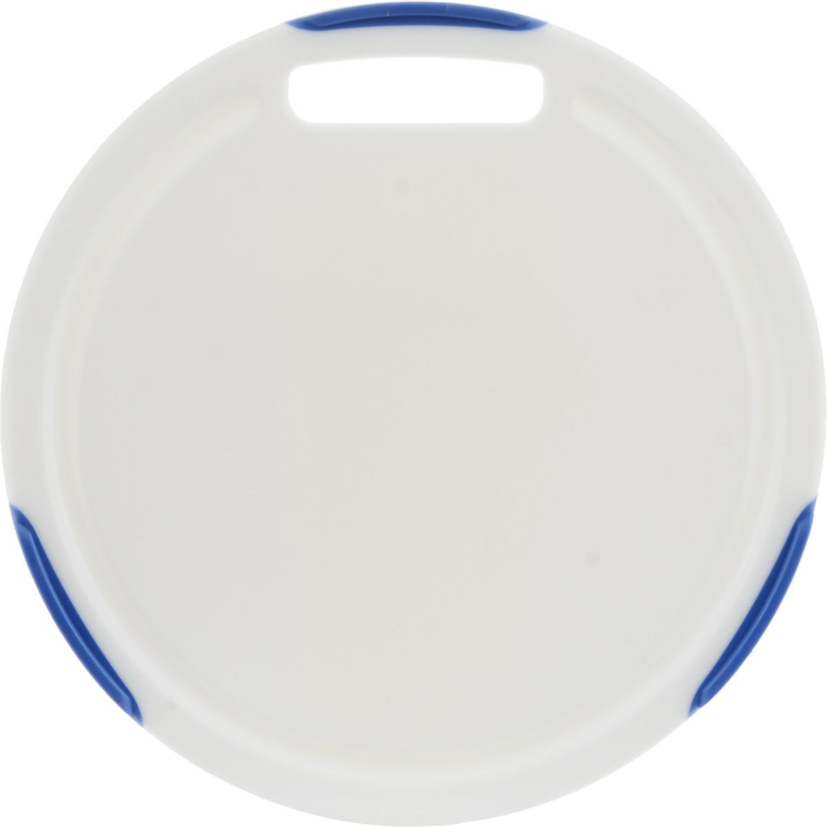 Доска разделочная Tescoma Cosmo, круглая, цвет: белый, синий, диаметр 24 см379230Круглая разделочная доска Tescoma Cosmo, изготовленная из высококачественного прочного пластика, станет незаменимым атрибутом приготовления пищи. Она идеально подходит для разделки мяса, рыбы, приготовления теста и нарезки любых продуктов. А особый дизайн краев с желобком способствует задерживанию жидкостей и остатков продуктов. Изделие оснащено прорезиненными цветными вставками для предотвращения скольжения по столу. Доска предназначена для ежедневного интенсивного использования. Современный стильный дизайн и функциональность разделочной доски Tescoma Cosmo позволит занять ей достойное место на вашей кухне. Можно мыть в посудомоечной машине. Диаметр доски: 24 см.