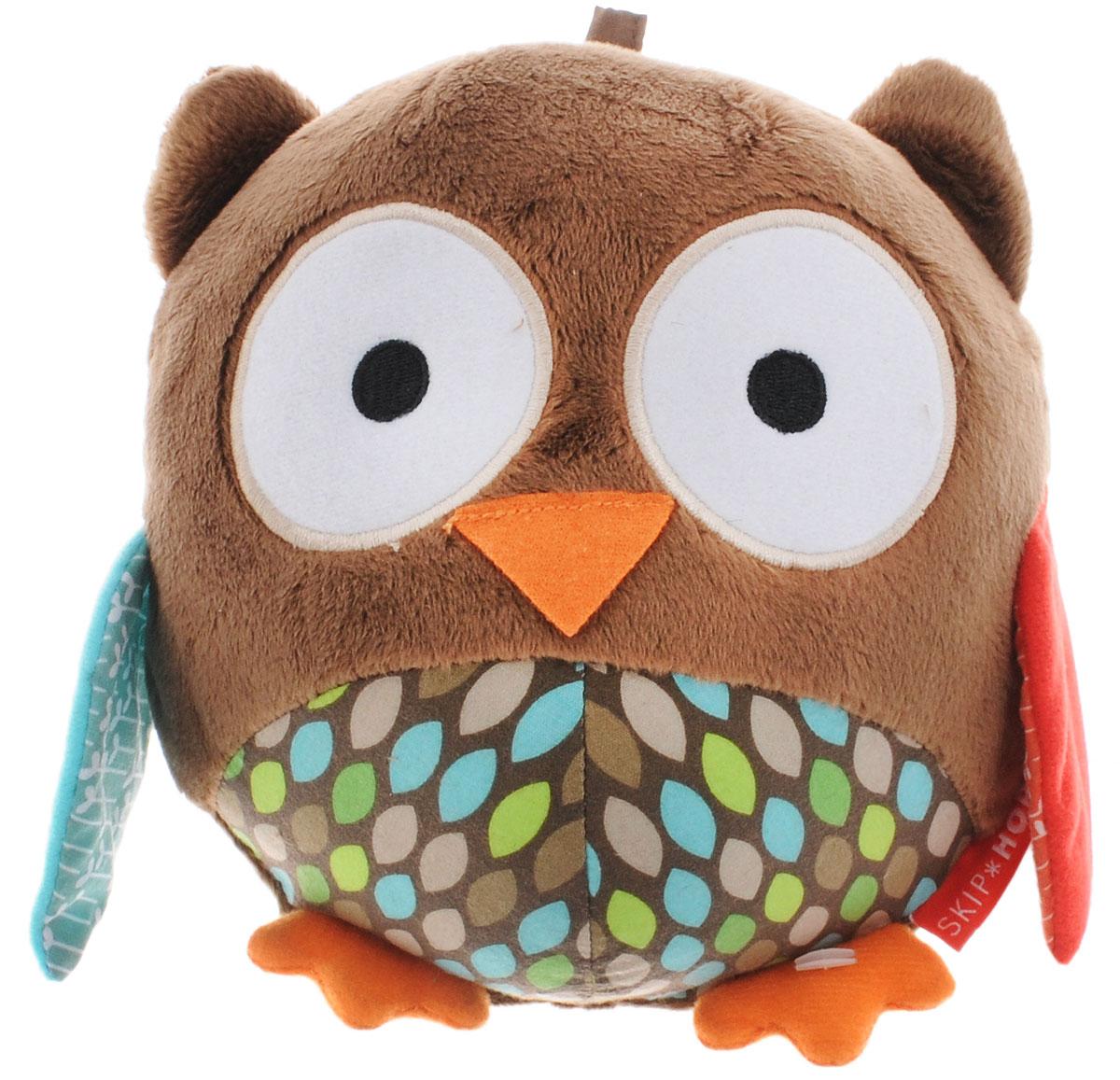 Skip Hop Развивающая игрушка-погремушка СоваSH 307571Развивающая игрушка-погремушка Skip Hop Сова выполнена из разнофактурных материалов в виде симпатичной совы. Малышу будет приятно мять мягкую игрушку ручками. Крылышки совы шелестят, при встряхивании игрушки внутри звенит колокольчик. Развивающая игрушка-погремушка Skip Hop Сова поможет малышу в развитии цветового и звукового восприятия, мелкой моторики рук, тактильных ощущений, координации движений, когнитивных навыков.