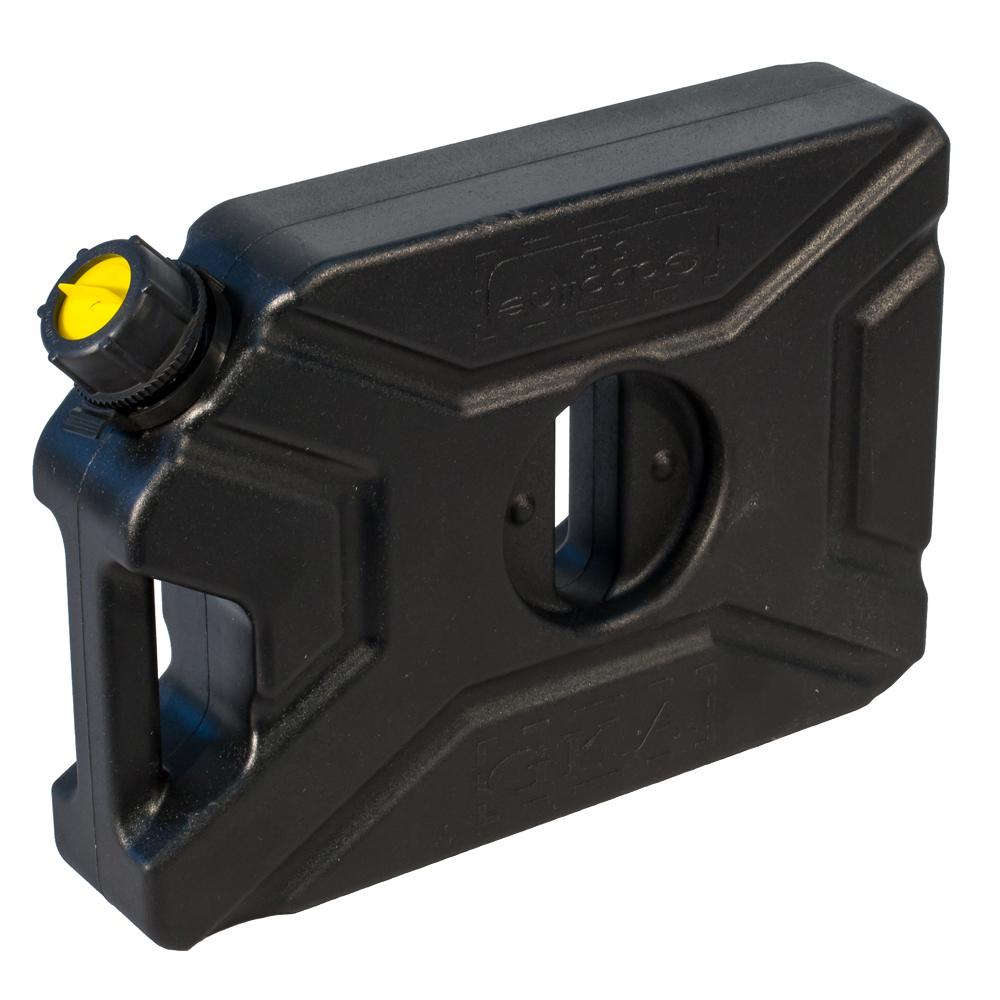 Канистра экспедиционная GKA, цвет: черный, 5 лGKA05BКанистра экспедиционная плоская 5 литров GKA. Изготавливаются из высокопрочных полимеров. Предназначена для любого вида топлива и воды. Укомплектованы гибким носиком для розлива жидкостей. Уплотнитель и антивибрационная система крышки не позволяет жидкости расплескиваться.