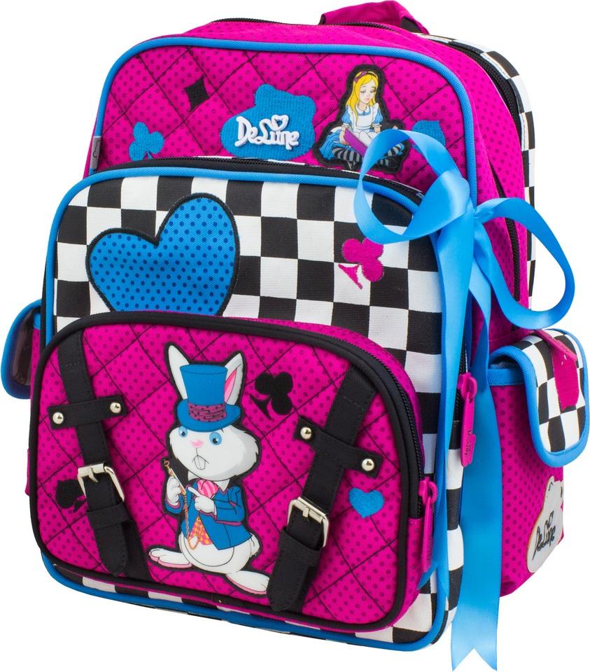DeLune Рюкзак детский с наполнением 2 предмета 55-0355-03Детский рюкзак DeLune имеет мягко-каркасную форму. Эта уникальная технология позволяет держать форму даже при полностью пустом рюкзаке, не прогибается и не меняет форму под весом. Проработанные детали, украшения в виде атласного банта и аппликации, яркие ткани - все для того, чтобы сохранить для детей ощущения сказки. Рюкзак содержит два вместительных отделения, закрывающихся на застежки-молнии, известной фирмы SBS. В большем отделении находятся два пластиковых разделителя для тетрадей или учебников, фиксирующиеся резинкой, а также три открытых сетчатых кармана и нашивная бирка для заполнения личных данных владельца. Дно рюкзака можно сделать более устойчивым, разложив специальную панель. Второе отделение не имеет карманов и предназначено для переноски больших книг и тетрадей формата А4. Внутреннее оснащение рюкзака разработано по специальной системе распределения вещей Open access, что позволяет удобно распределить школьные принадлежности ребенка. Лицевая сторона рюкзака...