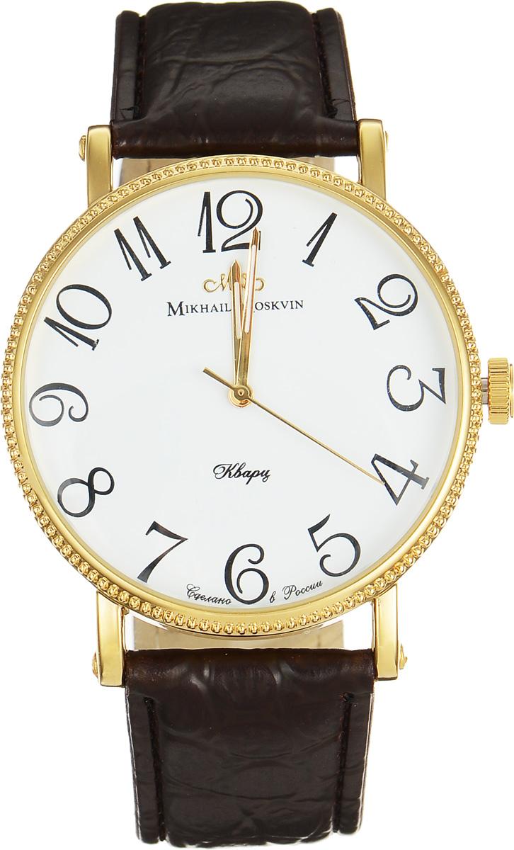 Часы наручные мужские Mikhail Moskvin, цвет: золотой, коричневый. 1128A2L21128A2L2Стильные мужские наручные часы Mikhail Moskvin сочетают в себе элегантность и надёжность. Часы изготовлены из высокотехнологичной гипоаллергенной нержавеющей стали и дополнены ремешком из искусственной кожи. Ремешок выполнен под кожу крокодила и оформлен тиснением логотипа бренда с обратной стороны. Для того чтобы защитить циферблат от повреждений в часах используется высокопрочное минеральное стекло сферической формы. Корпус укомплектован надежным, высокоточным японским кварцевым механизмом, производства фирмы Seiko Epson и обладает степенью влагозащиты равной 3 Bar. Тонкий ободок корпуса имеет рифленую поверхность. Изящные скругленные уши, фиксирующие ремень, дополнены с боков винтами. Черные арабские цифры на белом поле циферблата придают часам стильность и отлично гармонируют с тонкими стрелками. Браслет комплектуется надежной и удобной в использовании застежкой-пряжкой, которая позволит с легкостью снимать и надевать часы, а также регулировать длину браслета. Часы...