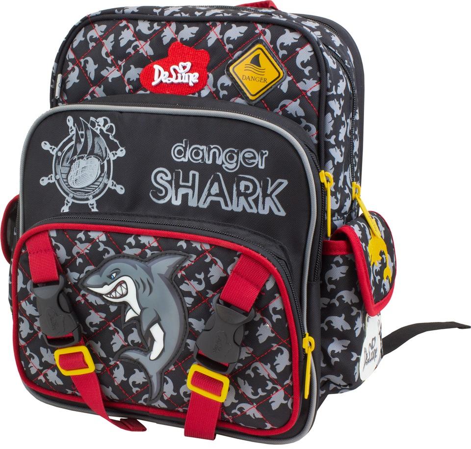 DeLune Рюкзак детский Danger Shark с наполнением цвет черный красный 2 предмета55-05Детский рюкзак DeLune Danger Shark имеет мягко-каркасную форму, которая позволяет держать форму даже при полностью пустом рюкзаке, не прогибается и не меняется под весом. Эргономичная спинка имеет достаточно жесткий каркас, но при этом очень мягкая и приятная снаружи, что обеспечивает комфортное ношение и защиту спины ребенка. Благодаря необычной форме рюкзак имеет большую вместимость. Проработанные детали, украшения и аппликации, яркие ткани - все для того, чтобы сохранить для детей ощущения сказки и волшебства и окунуть их в мир чудес, а благодаря качественному, легкому и прочному материалу рюкзак долговечен в носке, а множество отделений поможет разместить все необходимые вещи школьника. Рюкзак имеет два основных отделения. В центральном отделении находятся два пластиковых разделителя с карманом из сетки, на противоположной стороне - большое сетчатое отделение на резинке. Дно рюкзака можно сделать более жестким, разложив специальную панель, что повышает сохранность...
