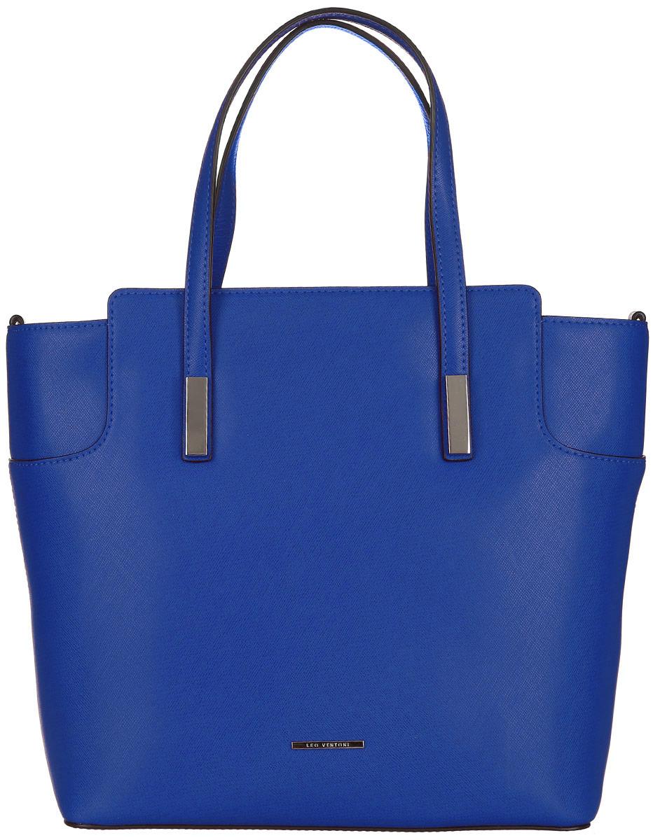 Сумка женская Leo Ventoni, цвет: синий. 2300440823004408-blueСтильная женская сумка Leo Ventoni выполнена из натуральной кожи с фактурным тиснением. Изделие содержит одно вместительное отделение, которое закрывается на застежку-молнию. Внутри расположено два накладных кармашка для мелочей, карман-средник на застежке-молнии и врезной карман на молнии. Снаружи, на задней стороне сумки, расположен врезной карман на застежке-молнии. Сумка оснащена удобными ручками и съемным плечевым ремнем. Оригинальный аксессуар позволит вам завершить образ и быть неотразимой.