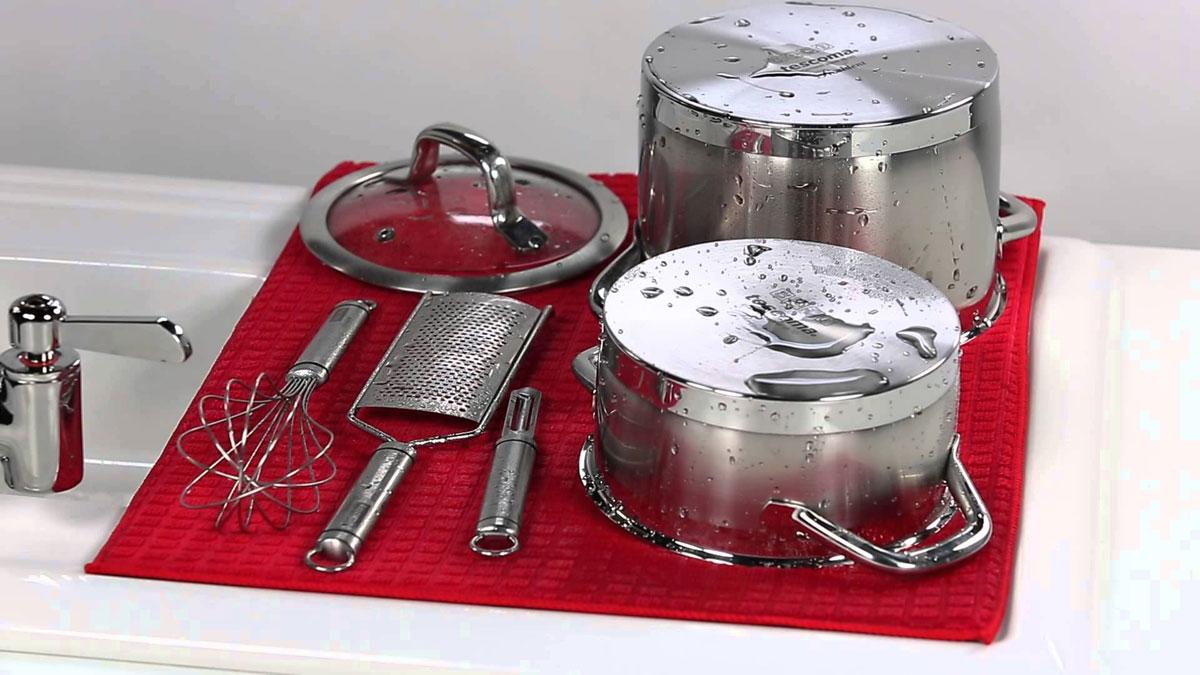 Сушилка для посуды Tescoma Presto Tone, микрофибровая, цвет: красный, 50 х 39 см639790Сушилка для посуды Tescoma Presto Tone, выполненная из высоко абсорбирующей и быстро сохнущей микрофибры. Эффективно поглощающий материал надежно фиксирует воду, мягкая текстильная поверхность защищает стаканы, столовые приборы, инструменты и посуду от повреждений. Можно после использования свернуть или сложить Ваша посуда высохнет быстрее, если после мойки вы поместите ее на легкую, современную сушилку. Сушилка для посуды Tescoma Presto Tone станет незаменимым атрибутом на вашей кухне. Размер сушилки: 50 х 39 см.