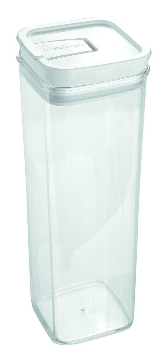 Контейнер пищевой Tescoma Airstop, 2 л891626Контейнер для сыпучих продуктов Tescoma Airstop изготовлен из высококачественного пищевого пластика. Изделие прозрачное, что позволяет видеть содержимое, это очень удобно и практично. Специальная крышка с силиконовым уплотнителем надежно и герметично закрывается, защищая пищу от высыхания и появления плесени. Крышка контейнера снабжена складной ручкой, благодаря чему изделие с легкостью можно открыть и закрыть. Контейнер очень вместителен, в нем можно хранить макароны, крупы, чай и другие сыпучие продукты, а также печенье или конфеты. Контейнер Tescoma Airstop - идеальный вариант для поддержания порядка на кухне. Можно использовать для хранения в холодильнике и мыть в посудомоечной машине. Размер контейнера (по верхнему краю): 10 х 10 см. Высота контейнера (без учета крышки): 28,5 см.