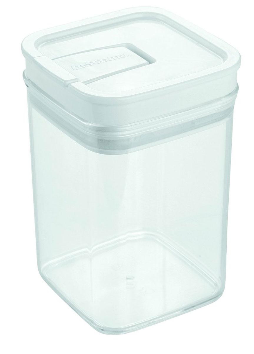 Контейнер пищевой Tescoma Airstop, 1 л891622Контейнер для сыпучих продуктов Tescoma Airstop изготовлен из высококачественного пищевого пластика. Изделие прозрачное, что позволяет видеть содержимое, это очень удобно и практично. Специальная крышка с силиконовым уплотнителем надежно и герметично закрывается, защищая пищу от высыхания и появления плесени. Крышка контейнера снабжена складной ручкой, благодаря чему изделие с легкостью можно открыть и закрыть. Контейнер очень вместителен, в нем можно хранить макароны, крупы, чай и другие сыпучие продукты, а также печенье или конфеты. Контейнер Tescoma Airstop - идеальный вариант для поддержания порядка на кухне. Можно использовать для хранения в холодильнике и мыть в посудомоечной машине (без крышки). Размер контейнера (с учетом крышки): 10 х 10 х 15 см.