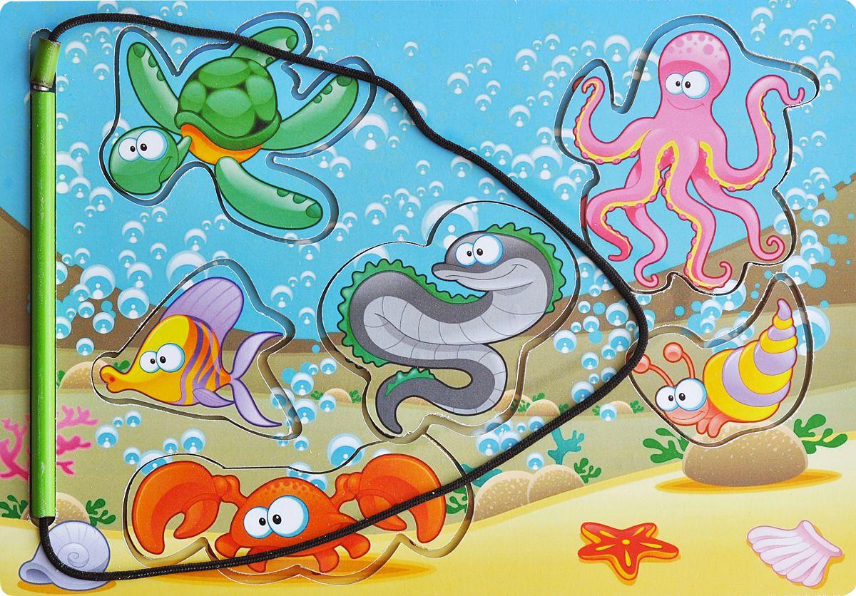 Фабрика Мастер игрушек Пазл для малышей Магнитная рыбалка 1IG0017Задача ребенка заключается в том, чтобы с помощью специальной «удочки», также оснащенной магнитом, вынуть вкладыши из рамки. Такая игрушка помогает развить наглядно-действенное мышление ребенка, а также координацию движений, сноровку и ловкость.