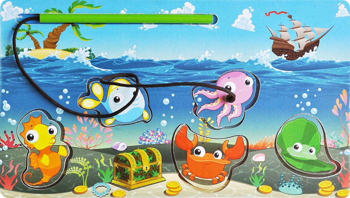 Фабрика Мастер игрушек Пазл для малышей Магнитная рыбалка 2IG0018Задача ребенка заключается в том, чтобы с помощью специальной «удочки», также оснащенной магнитом, вынуть вкладыши из рамки. Такая игрушка помогает развить наглядно-действенное мышление ребенка, а также координацию движений, сноровку и ловкость.