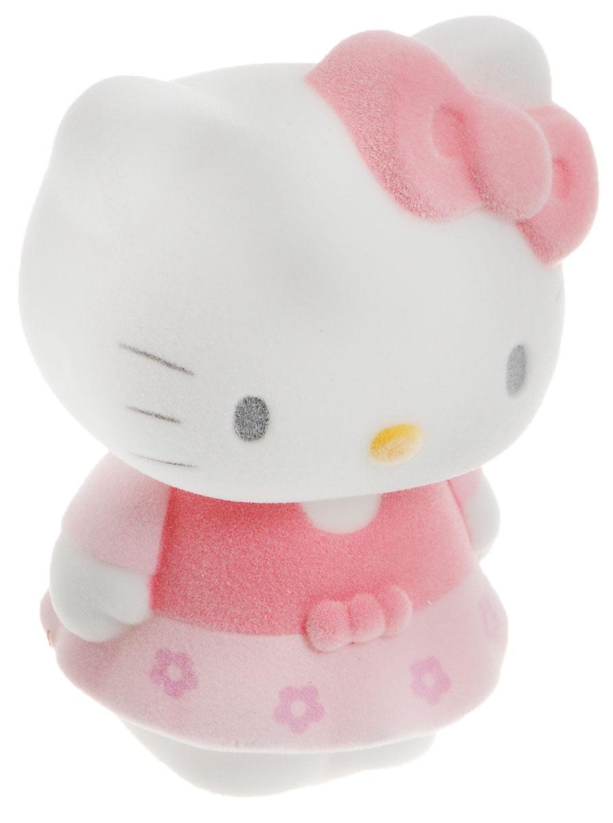 Играем вместе Фигурка Hello Kitty цвет розовый белый2R-FLK_розовый, белыйПрелестная фигурка Играем вместе Hello Kitty непременно понравится всем любительницам анимационного сериала Hello Kitty. Милая кошечка одета в розовое платье. Фигурка имеет флокированное покрытие, благодаря которому она необычайно бархатиста на ощупь. Благодаря маленьким размерам фигурки ваша малышка сможет брать ее с собой на прогулку или в гости. Порадуйте ее таким замечательным подарком!
