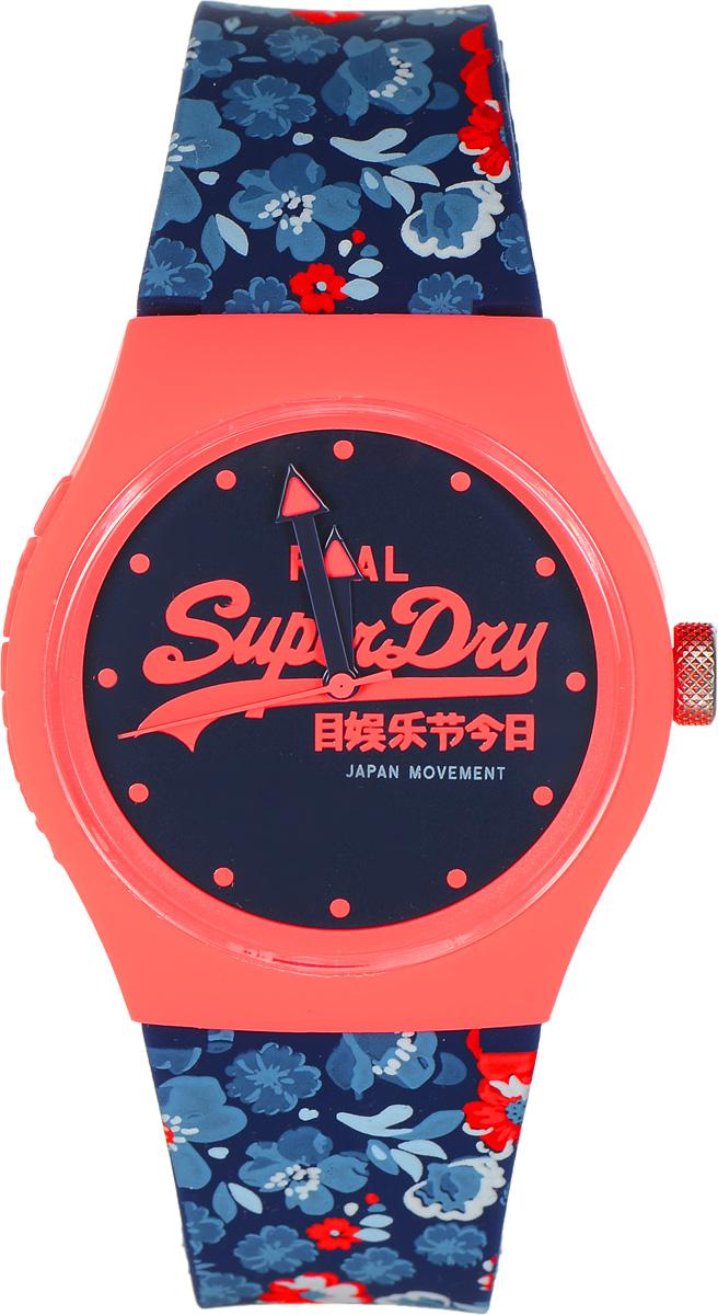 Часы наручные Superdry Urban, цвет: оранжевый темно-синий. SYL169UCOSYL169UCOСтильные часы Superdry Urban выполнены из пластика и хезалитового стекла. Циферблат и корпус оформлены символикой бренда, на ремешке оригинальный цветочный принт. Корпус изделия оснащен кварцевым механизмом и дополнен устойчивым к царапинам хезалитовым стеклом. Ремешок современного дизайна выполнен из силикона и оснащен пряжкой, которая позволит с легкостью снимать и надевать изделие. Часы поставляются в фирменной упаковке. Часы Superdry Urban сочетают в себе американский винтаж, японскую эстетику и традиционный британский стиль, тем самым прекрасно дополнят образ.