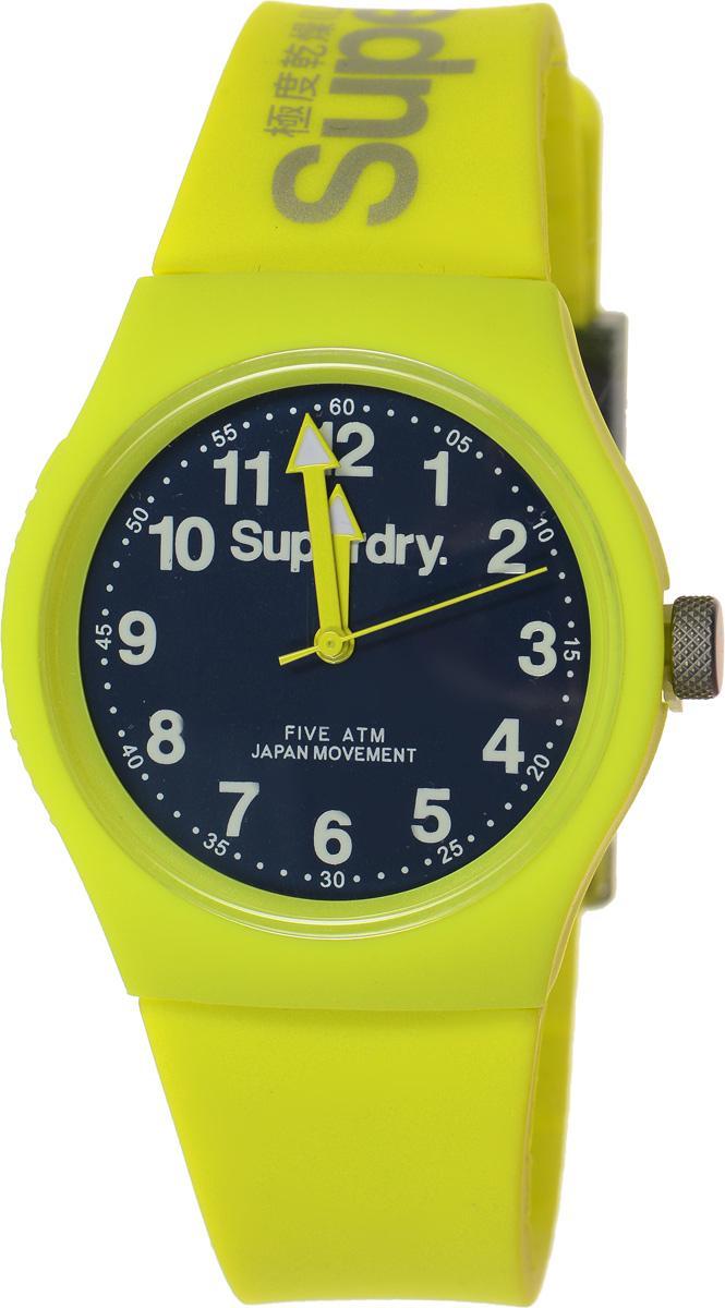 Часы наручные Superdry Urban, цвет: желтый. SYG164NYSYG164NYСтильные часы Superdry Urban выполнены из нержавеющей стали, пластика и хезалитового стекла. Циферблат оформлен символикой бренда. Корпус изделия имеет степень влагозащиты 5 Bar, оснащен кварцевым механизмом и дополнен устойчивым к царапинам хезалитовым стеклом. Ремешок современного дизайна выполнен из силикона и оснащен пряжкой, которая позволит с легкостью снимать и надевать изделие. Часы поставляются в фирменной упаковке. Часы Superdry Urban сочетают в себе американский винтаж, японскую эстетику и традиционный британский стиль, тем самым прекрасно дополнят образ.
