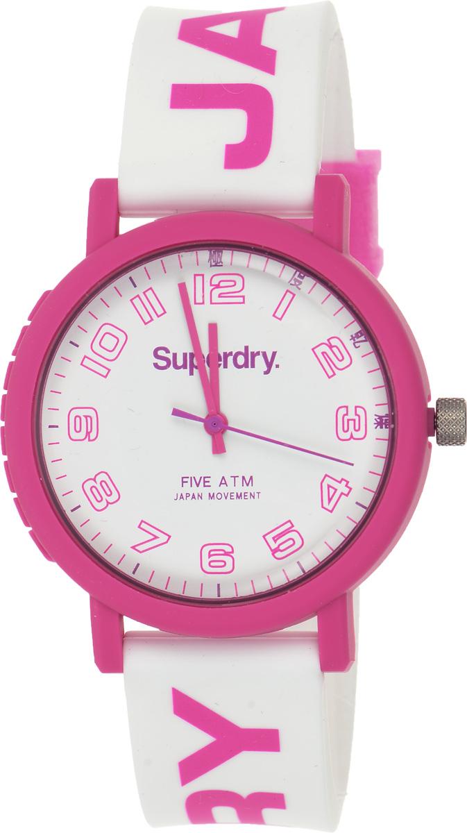 Часы наручные женские Superdry Urban, цвет: розовый, белый. SYL196PSYL196PСтильные часы Superdry Urban выполнены из нержавеющей стали, пластика и хезалитового стекла. Циферблат оформлен символикой бренда. Корпус изделия имеет степень влагозащиты 5 Bar, оснащен кварцевым механизмом и дополнен устойчивым к царапинам хезалитовым стеклом. Ремешок современного дизайна выполнен из силикона и оснащен пряжкой, которая позволит с легкостью снимать и надевать изделие. Часы поставляются в фирменной упаковке. Часы Superdry Urban подчеркнут отменное чувство стиля у их обладательницы.