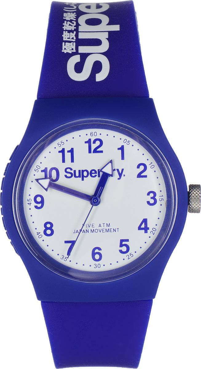 Часы наручные Superdry Urban, цвет: синий. SYG164USYG164UСтильные часы Superdry Urban выполнены из нержавеющей стали, пластика и хезалитового стекла. Циферблат оформлен символикой бренда. Корпус изделия имеет степень влагозащиты 5 Bar, оснащен кварцевым механизмом и дополнен устойчивым к царапинам хезалитовым стеклом. Ремешок современного дизайна выполнен из силикона и оснащен пряжкой, которая позволит с легкостью снимать и надевать изделие. Часы поставляются в фирменной упаковке. Часы Superdry Urban сочетают в себе американский винтаж, японскую эстетику и традиционный британский стиль, тем самым прекрасно дополнят образ.